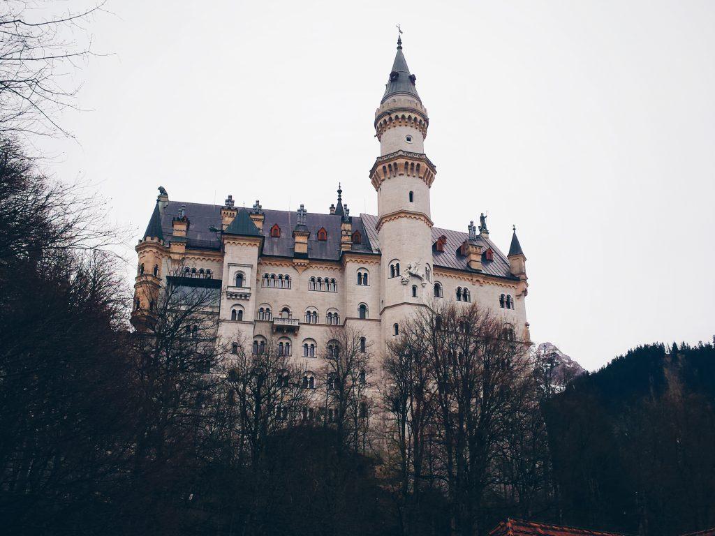 Prvi pogled na grad Neuschwanstein.